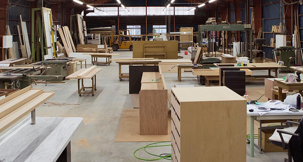 木材が置かれた作業場